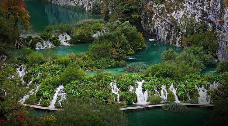 Hırvatistan'da bulunan Plitvice Gölleri