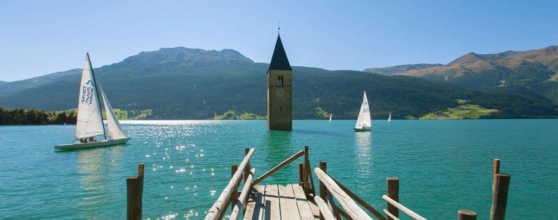 İtalya'da bulunan Resia Gölü