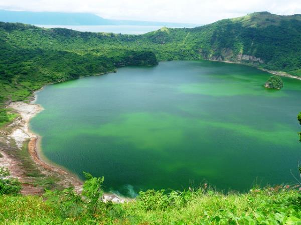 Filipinlerde'de bulunan Taal Gölü